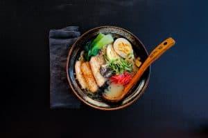Rawsushiandbowl-Ramen-Yamamoto-fläsk